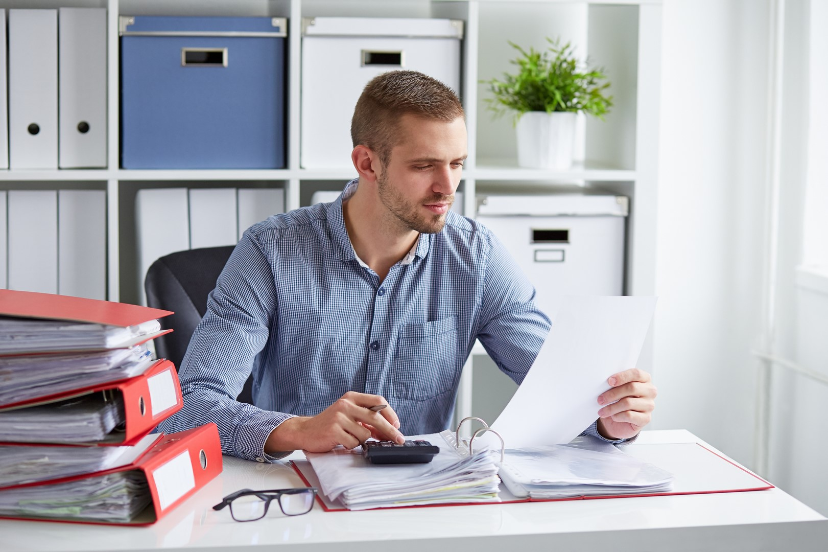 stock-photo-80116387-man-calculates-taxes-in-office
